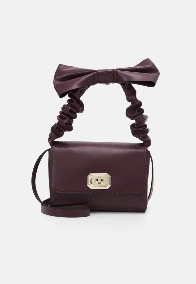 TOP HANDLE BAG - Handbag - aubergine