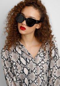 Le Specs - MATRIARCH - Sluneční brýle - black - 1