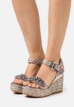 Sandály na platformě - pewter