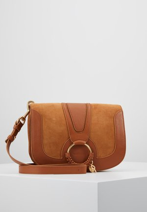 HANA MEDIUM - Across body bag - caramello