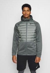 Nike Performance - Giacca sportiva - smoke grey/smoke grey/black - 0