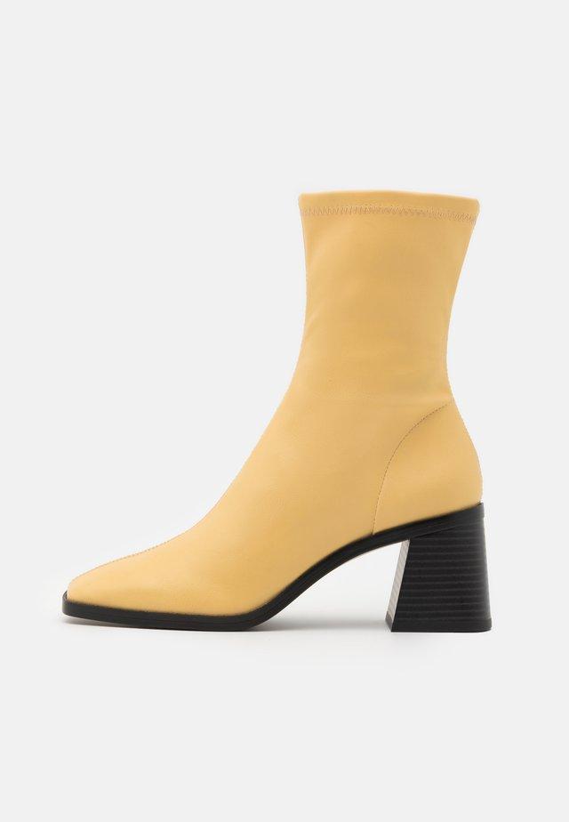 VEGAN ROONEY BOOT - Korte laarzen - yellow dusty light