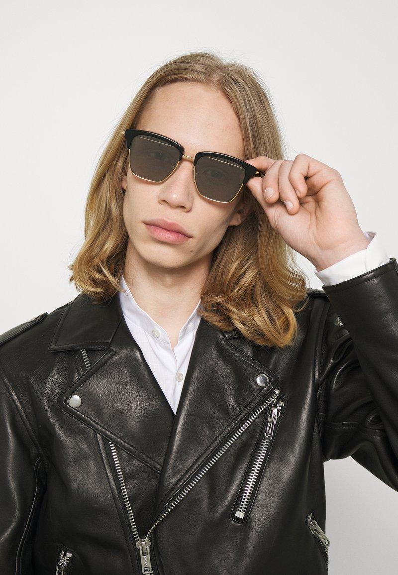 Alexander McQueen - UNISEX - Occhiali da sole - gold-coloured/black