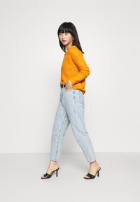 Missguided Petite - OPHELITA OFF SHOULDER - Jumper - mustard