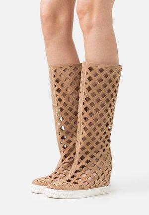 LADY RENNA - Wedge boots - dafne