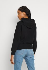 Levi's® - GRAPHIC STANDARD HOODIE - Mikina skapucí - boxtab red/mineral black - 2