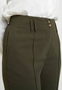 Dorothy Perkins - BELTED CHECK - Trousers - green - 4