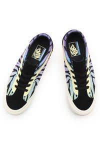 Vans - UA BOLD NI - Casual lace-ups - sunset/black - 3