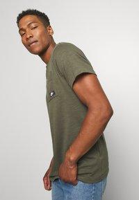 Nike Sportswear - Basic T-shirt - khaki - 3