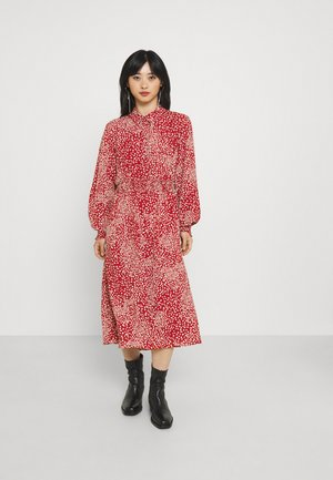VMSAGA SMOCK CALF DRESS - Shirt dress - chili oil