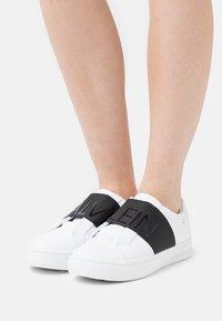 Calvin Klein Jeans - CUPSOLE ELASTIC - Tenisky - bright white - 0
