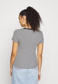 Levi's® - BABY TEE - Print T-shirt - aya stripe caviar - 2