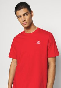 adidas Originals - ESSENTIAL TEE UNISEX - Basic T-shirt - scarle - 4