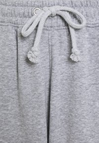 Missguided Petite - PETITE 90S JOGGERS - Tracksuit bottoms - grey marl - 2