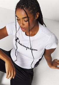 Champion - CREWNECK LEGACY - T-Shirt print - white - 3