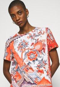Desigual - SELMARIS - T-shirts med print - carmin - 4
