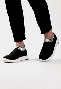 Rens Original - WATERPROOF COFFEE SNEAKERS - Sneakers laag - arctic black - 0
