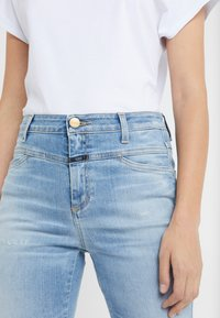 CLOSED - SKINNY PUSHER - Jeans Skinny Fit - mid blue - 6