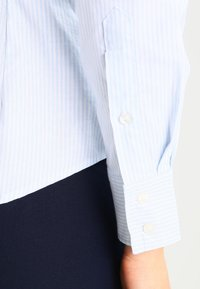 GANT - OXFORD BANKER - Button-down blouse - light blue - 4