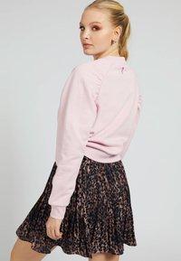 Guess - FRONTLOGO - Sweatshirt - rose - 2