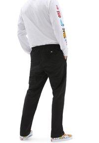 Vans - MN RANGE RELAXED ELASTIC PANT - Trousers - black - 1