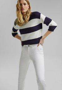 Esprit - MR CAPRI - Pantaloni - white - 0