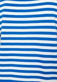 TOM TAILOR DENIM - RELAXED STRIPE TEE - Print T-shirt - blue/white - 6