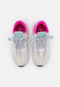 adidas Originals - U_PATH X - Matalavartiset tennarit - crystal white/core black/grey one - 5