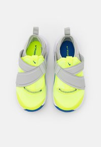 Nike Sportswear - FLEX ADVANCE UNISEX - Zapatillas - volt/game royal/grey fog - 3