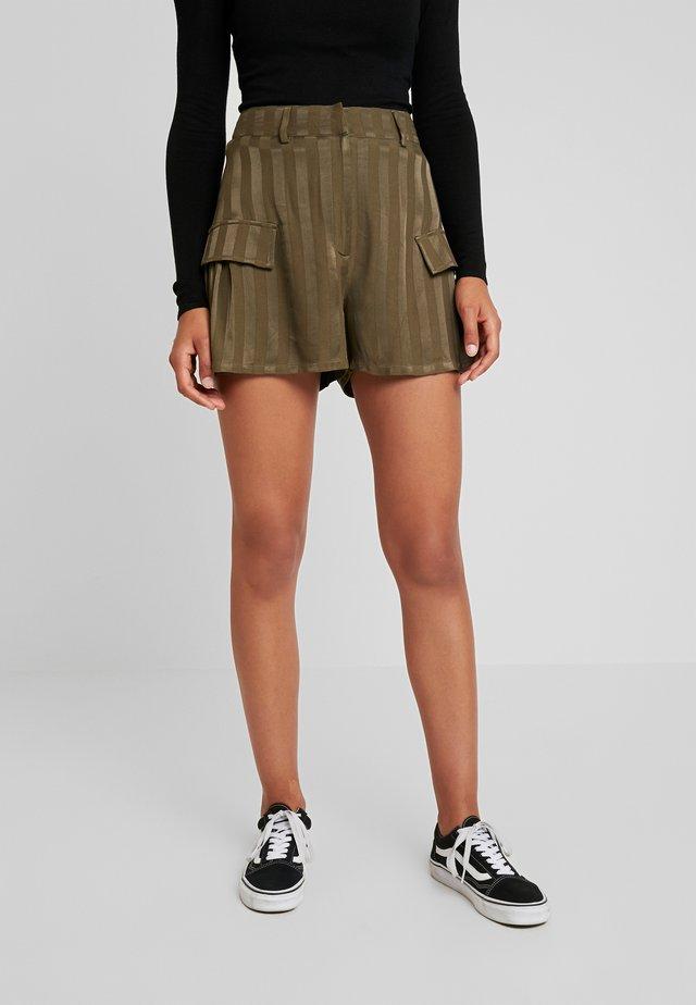 GATHERED POCKETS - Shorts - khaki