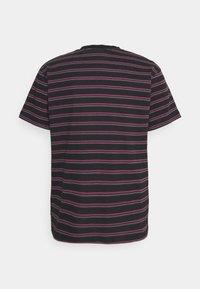 Afends - TAJ  STRIPE RETRO FIT TEE - T-shirt print - redwood - 1