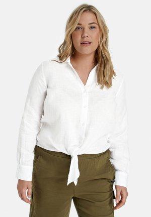 MIT GEKNOTETEM SAUM - Button-down blouse - offwhite