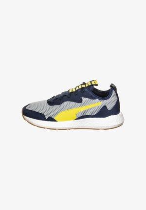 NRGY NEKO SKIM - Neutral running shoes - high rise/meadowlark/peacoat/puma white/gum