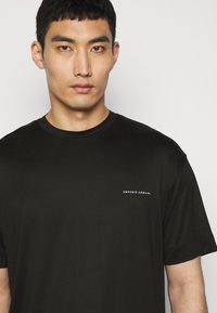 Emporio Armani - Basic T-shirt - black - 4