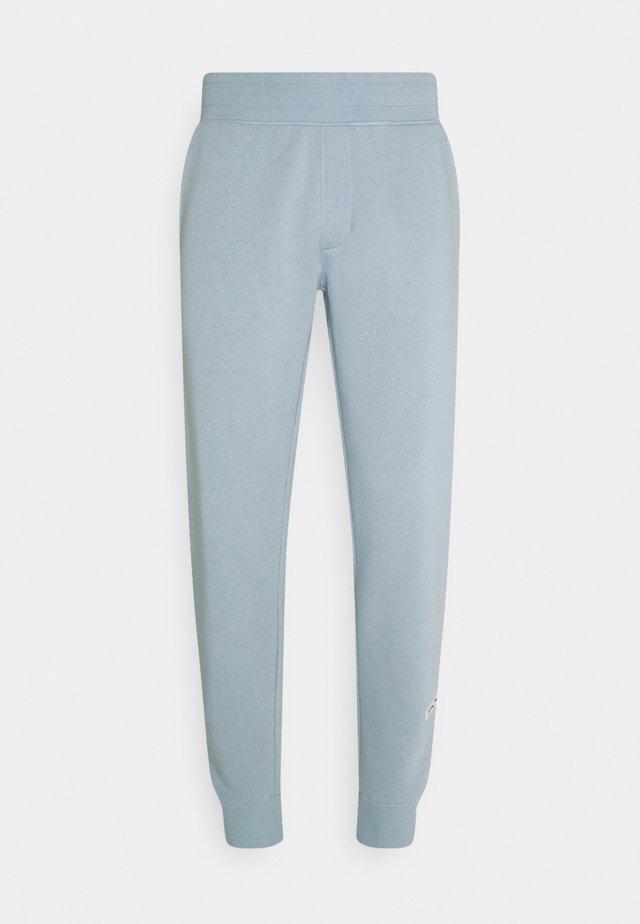 MELVIN PANTS UNISEX - Teplákové kalhoty - dusty blue