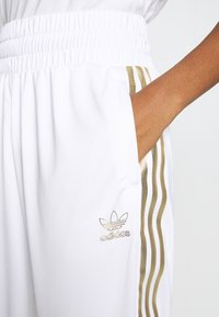adidas Originals - 3STRIPES HIGH WAIST TRACK PANTS - Spodnie treningowe - white - 3