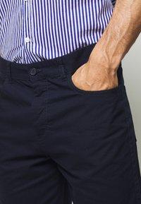 Benetton - BASIC CHINO - Shorts - dark blue - 4