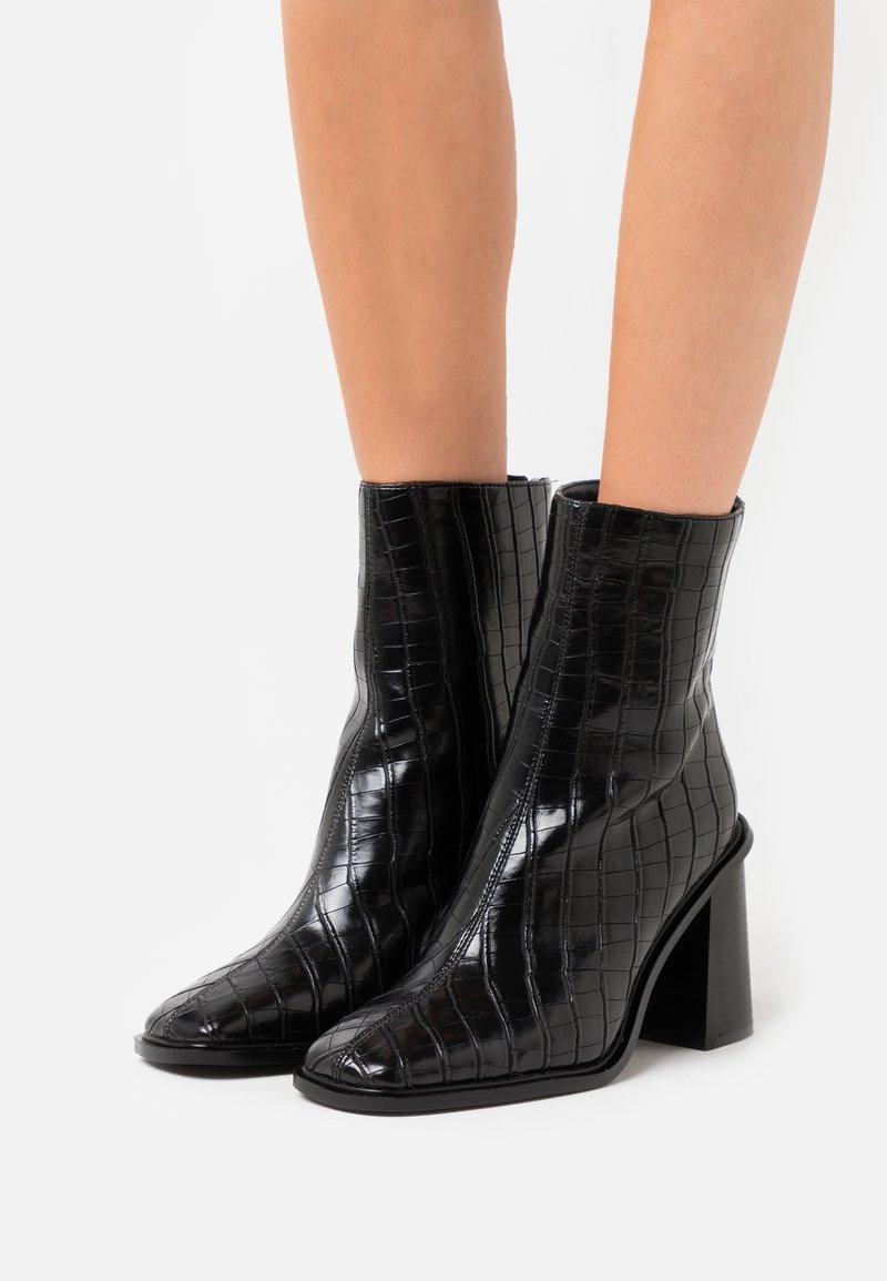 Hot Soles - Kotníková obuv na vysokém podpatku - black