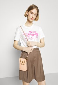 Coach - NEON HORSE AND CARRIAGE  - T-shirt con stampa - white - 3