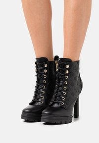 Guess - JACLIN - Lace-up ankle boots - black - 0
