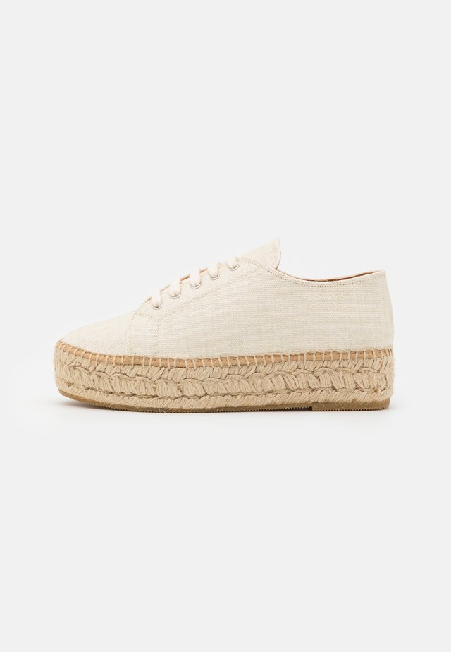 Loafers - natural