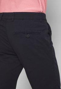 DRYKORN - MAD - Chino kalhoty - navy - 5