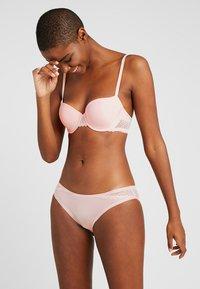Calvin Klein Underwear - FLIRTY - Braguitas - nymph's thigh - 1