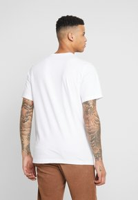 Nike Sportswear - CAMO - T-shirts med print - white/black - 2