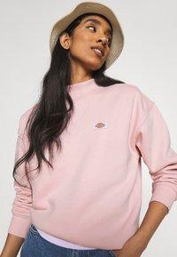 Dickies - OAKPORT HIGH NECK - Sweatshirt - light pink - 3