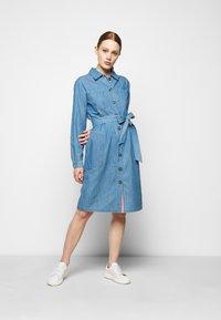 Barbour - TYNEMOUTH DRESS - Sukienka jeansowa - authentic wash - 1