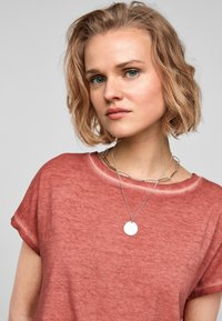 QS by s.Oliver - Basic T-shirt - rust - 3