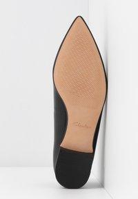 Clarks - LAINA LOAFER - Slippers - black - 6