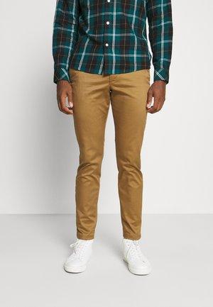 SLHSLIM BUCKLEY FLEX PANTS - Spodnie materiałowe - butternut