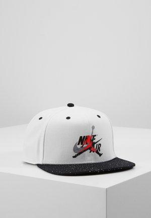 Caps - white/black/black/infrared 23